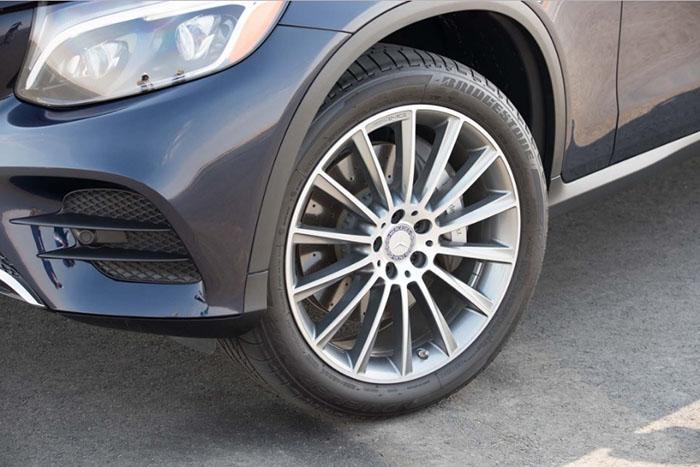 Lốp xe Brigestone được lắp trên xe sang